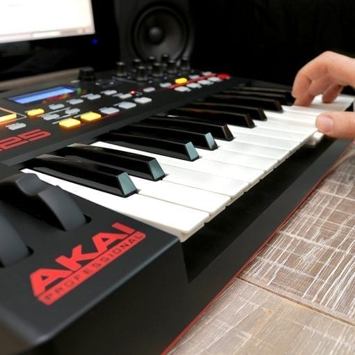 Akai Professional MPK225 | 25-Key USB MIDI Keyboard & Drum Pad Controller with LCD Screen (8 Pads / 8 Knobs), VIP Software Download Included